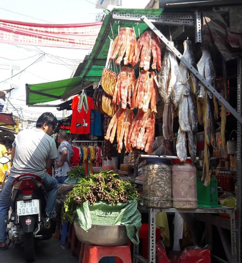 Chợ nước ngoài ở Sài Gòn - kỳ 1: Chợ Campuchia thứ gì cũng có - ảnh 1