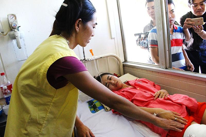 Vụ nữ sinh bị cưa chân: Bộ trưởng sẽ giúp đỡ nếu Hà Vi thi vào ngành y - ảnh 2