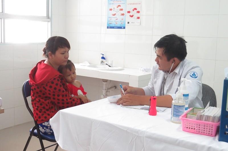 Có hơn 6.000 bệnh nhân khám bệnh tại phòng khám vệ tinh - ảnh 1