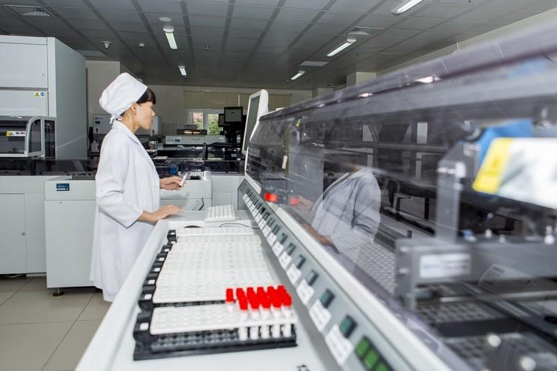 BV Chợ Rẫy đưa vào sử dụng máy xét nghiệm tự động mới - ảnh 1