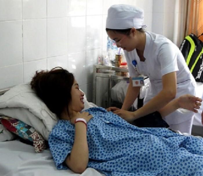 Mổ lấy khối thai ngoài tử cung 'trốn' dưới gan hiếm gặp - ảnh 1