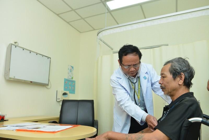 Nhiều người cao tuổi nhập viện vì viêm phổi  - ảnh 2