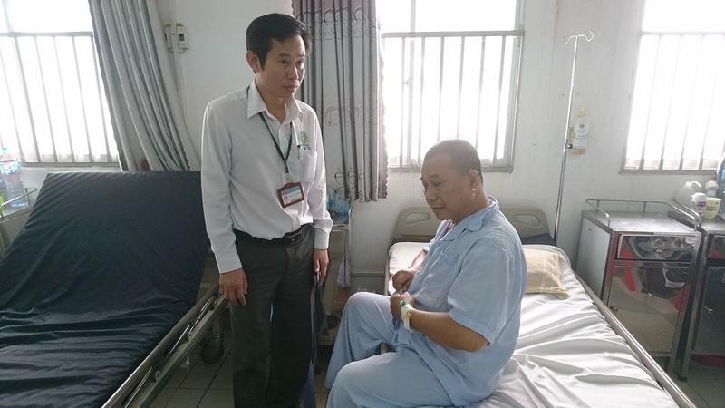 Bệnh nhân nhập viện kéo theo côn đồ đe dọa bác sĩ - ảnh 1