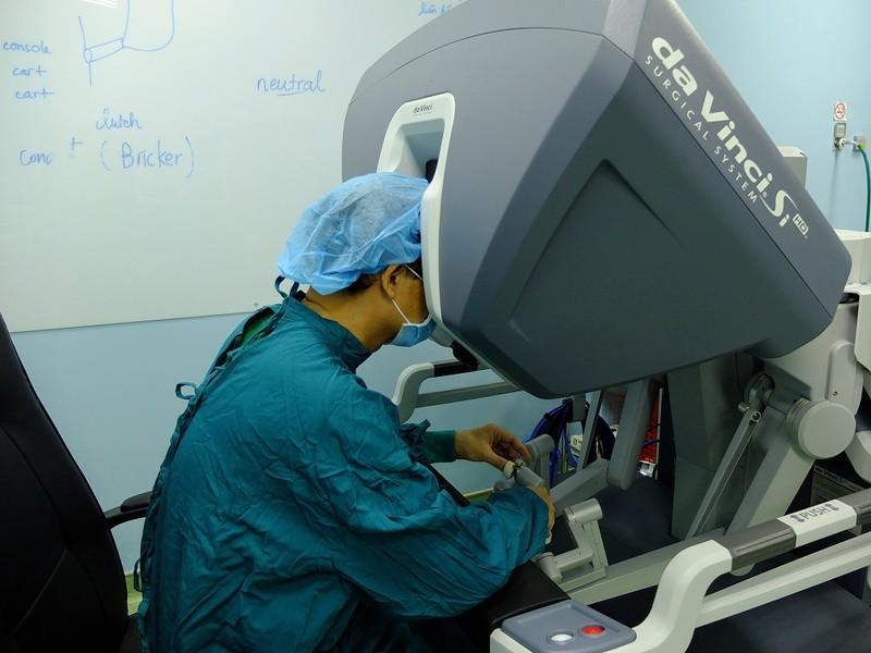 Robot giải cứu người đàn ông hỏng phổi - ảnh 1