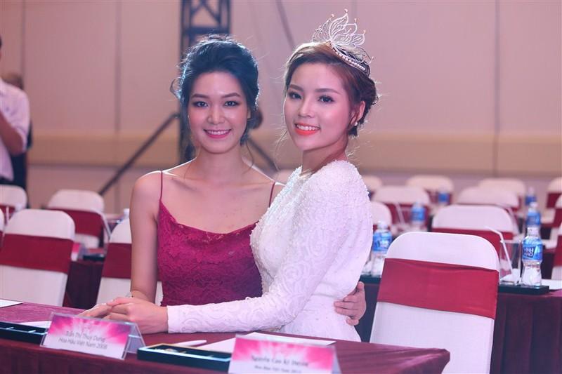 Tám hoa hậu, á hậu Việt Nam cùng đọ sắc - ảnh 13