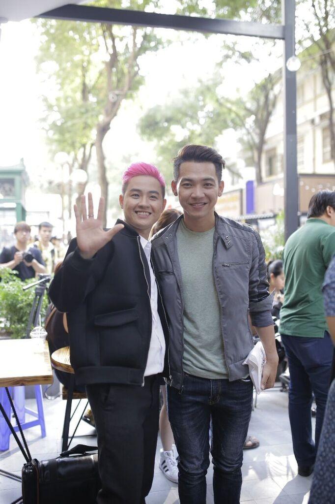 Thanh Duy idol ra mắt sách, Đường Sách đông nghẹt fan và sao - ảnh 4