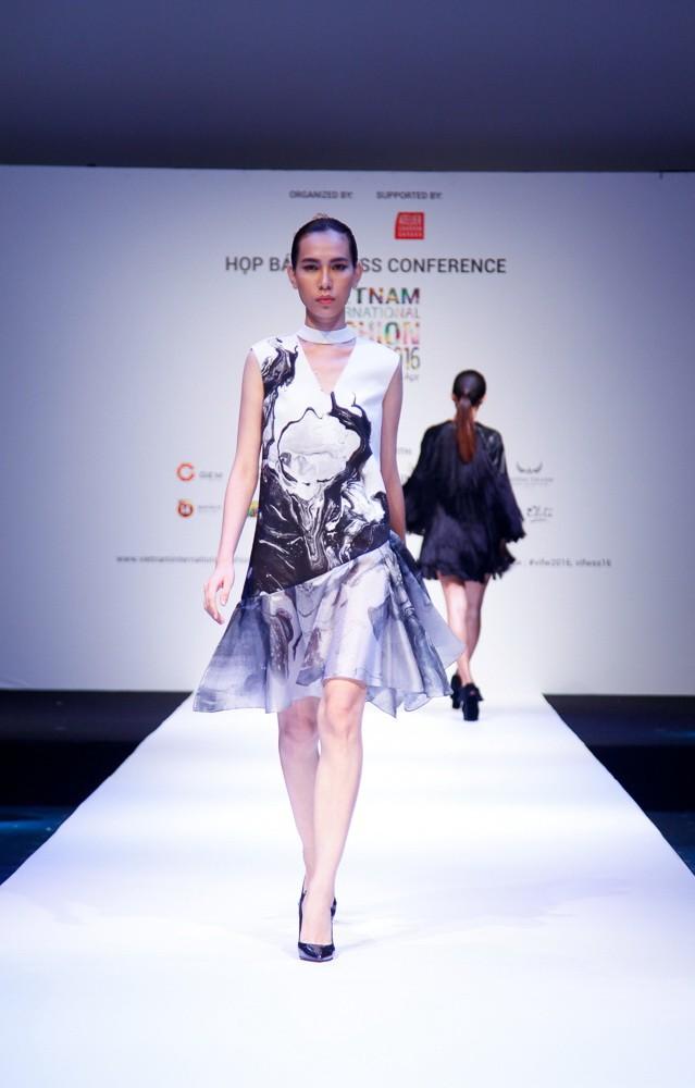 6 nhà thiết kế nước ngoài tại 'tuần lễ thời trang quốc tế Việt Nam' - ảnh 3