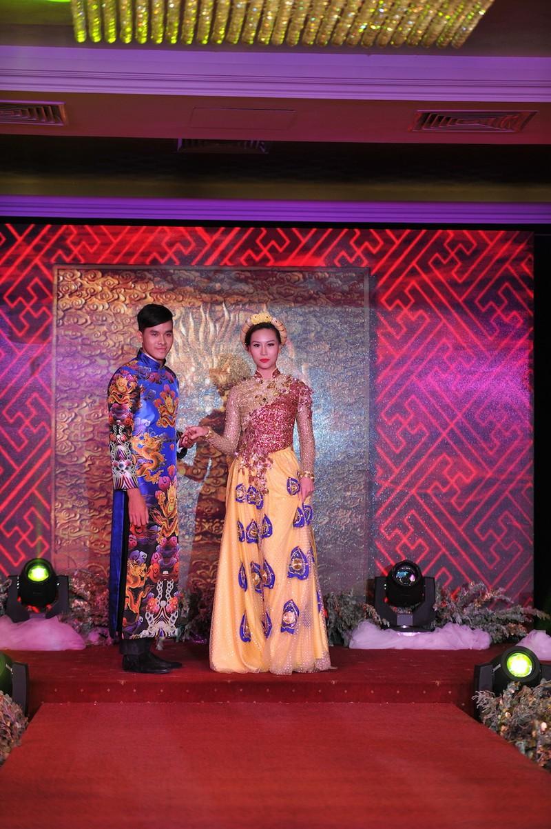 Triển lãm khung cảnh tiệc cưới xa hoa theo phong cách vương triều - ảnh 2
