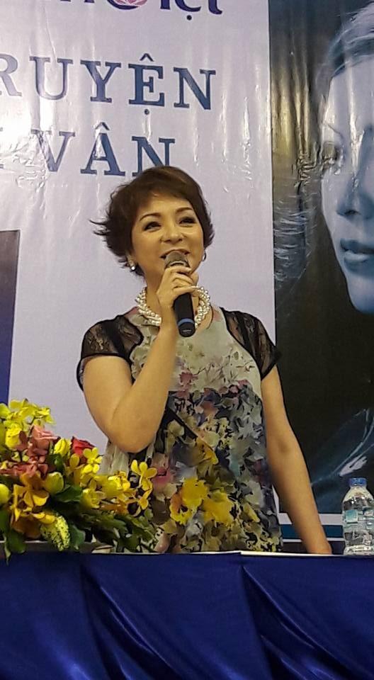 Ra mắt hồi ký của ca sĩ Ái Vân với 8.808 từ bị xóa trắng - ảnh 3