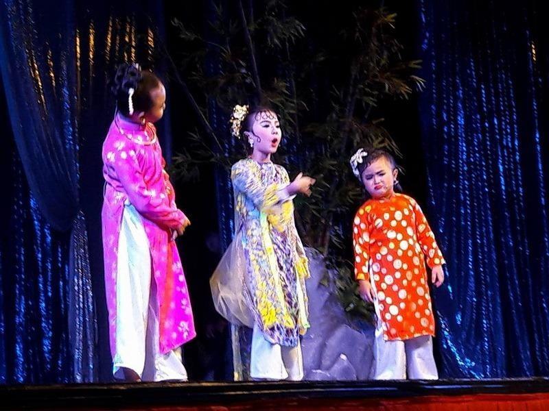 Bà Đề, bà Lý, bà Huyện nhí khiến khán giả cười  bể rạp trong Ngao Sò Ốc Hến.