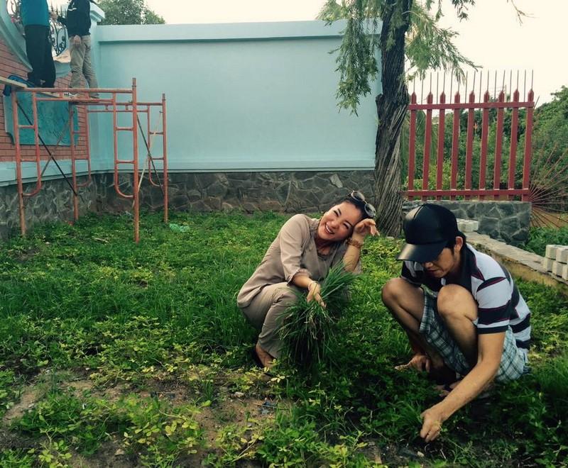 Thúy Nga để lộ hình ảnh đền thờ tổ của Hoài Linh - ảnh 4