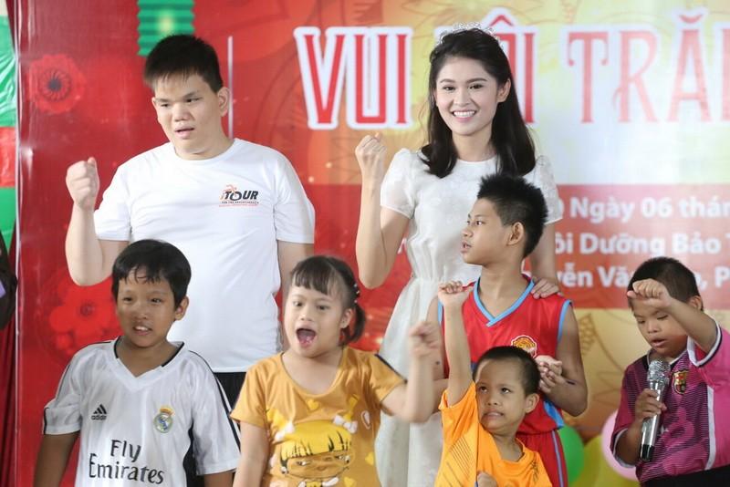 Tân hoa hậu, á hậu đàn hát vui Trung thu với trẻ bất hạnh     - ảnh 20