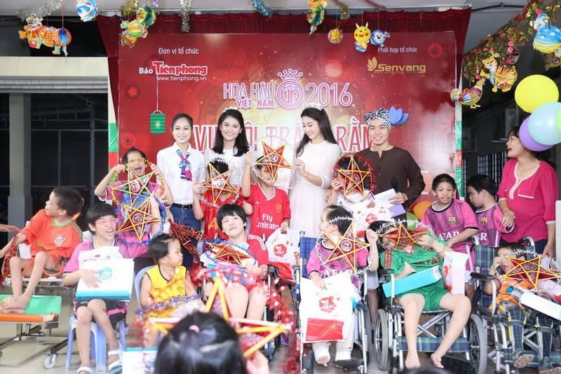 Tân hoa hậu, á hậu đàn hát vui Trung thu với trẻ bất hạnh     - ảnh 11
