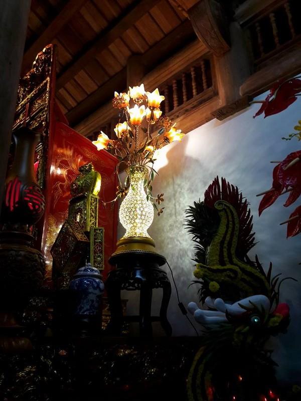 Chi tiết sự rực rỡ, đắt tiền khắp nơi ở nhà thờ Tổ của Hoài Linh  - ảnh 13