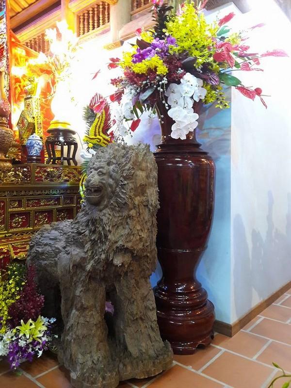 Chi tiết sự rực rỡ, đắt tiền khắp nơi ở nhà thờ Tổ của Hoài Linh  - ảnh 15