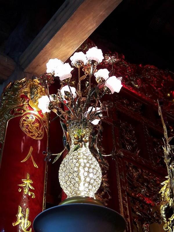 Chi tiết sự rực rỡ, đắt tiền khắp nơi ở nhà thờ Tổ của Hoài Linh  - ảnh 16