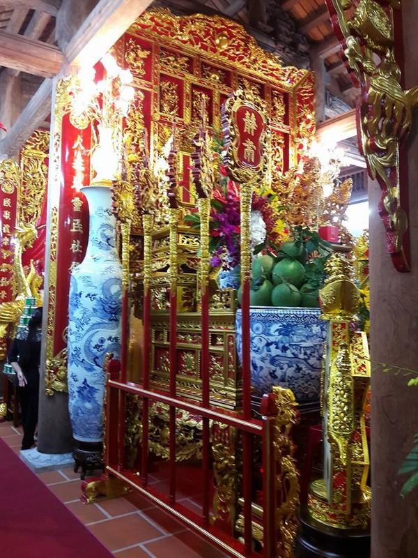 Chi tiết sự rực rỡ, đắt tiền khắp nơi ở nhà thờ Tổ của Hoài Linh  - ảnh 17
