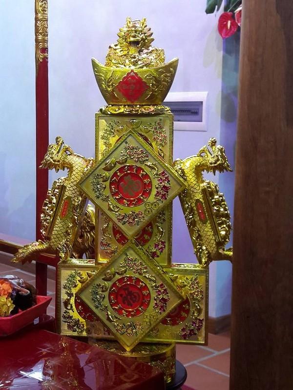 Chi tiết sự rực rỡ, đắt tiền khắp nơi ở nhà thờ Tổ của Hoài Linh  - ảnh 18