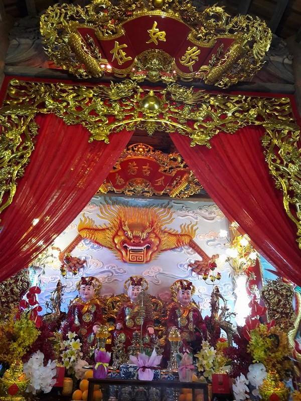 Chi tiết sự rực rỡ, đắt tiền khắp nơi ở nhà thờ Tổ của Hoài Linh  - ảnh 1