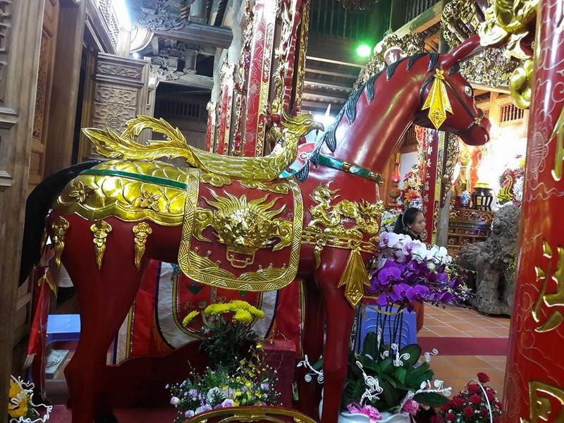 Chi tiết sự rực rỡ, đắt tiền khắp nơi ở nhà thờ Tổ của Hoài Linh  - ảnh 22