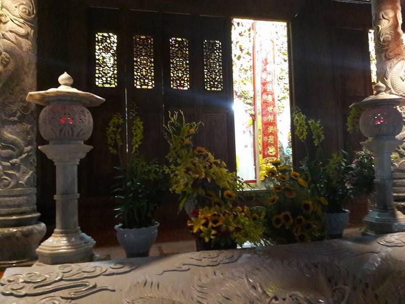 Chi tiết sự rực rỡ, đắt tiền khắp nơi ở nhà thờ Tổ của Hoài Linh  - ảnh 31