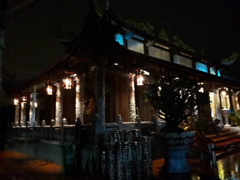Chi tiết sự rực rỡ, đắt tiền khắp nơi ở nhà thờ Tổ của Hoài Linh  - ảnh 32