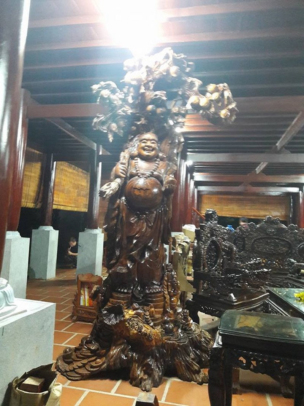 Chi tiết sự rực rỡ, đắt tiền khắp nơi ở nhà thờ Tổ của Hoài Linh  - ảnh 35