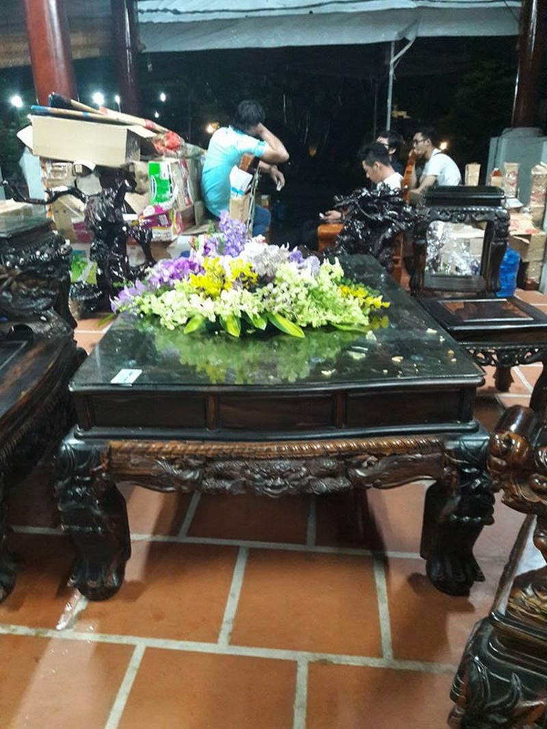 Chi tiết sự rực rỡ, đắt tiền khắp nơi ở nhà thờ Tổ của Hoài Linh  - ảnh 36