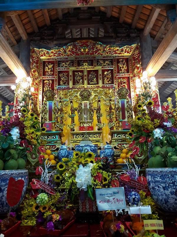 Chi tiết sự rực rỡ, đắt tiền khắp nơi ở nhà thờ Tổ của Hoài Linh  - ảnh 3