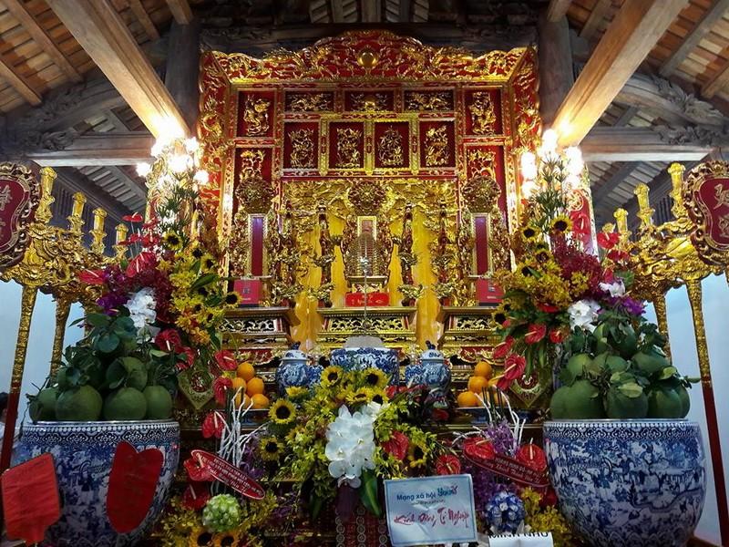 Chi tiết sự rực rỡ, đắt tiền khắp nơi ở nhà thờ Tổ của Hoài Linh  - ảnh 4