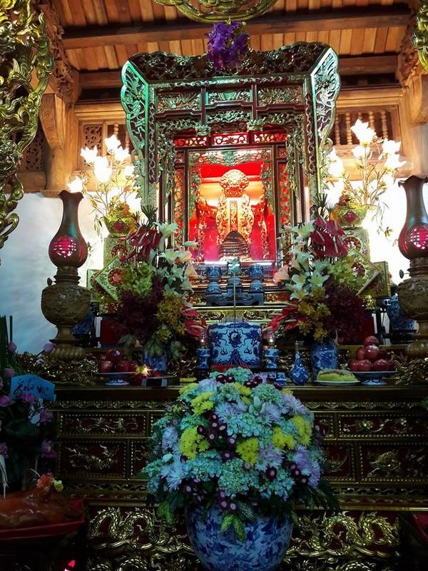 Chi tiết sự rực rỡ, đắt tiền khắp nơi ở nhà thờ Tổ của Hoài Linh  - ảnh 5