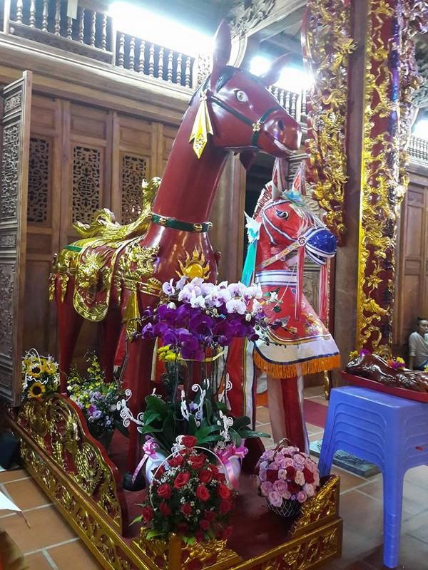 Chi tiết sự rực rỡ, đắt tiền khắp nơi ở nhà thờ Tổ của Hoài Linh  - ảnh 7