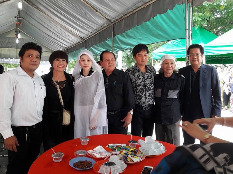 Đông đảo nghệ sĩ, khán giả đến viếng NSND Thanh Tòng - ảnh 1