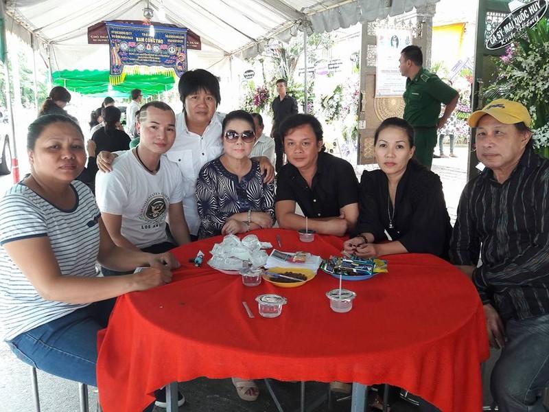 Đông đảo nghệ sĩ, khán giả đến viếng NSND Thanh Tòng - ảnh 6
