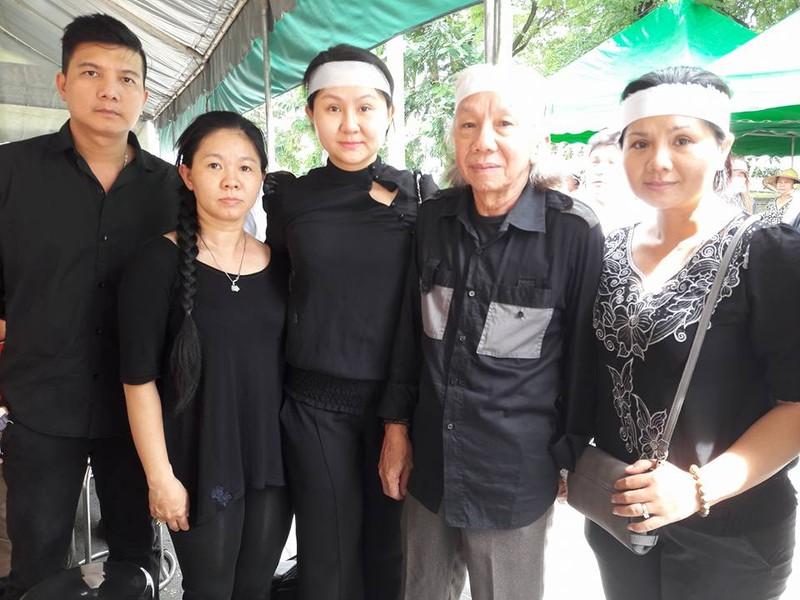 Đông đảo nghệ sĩ, khán giả đến viếng NSND Thanh Tòng - ảnh 17