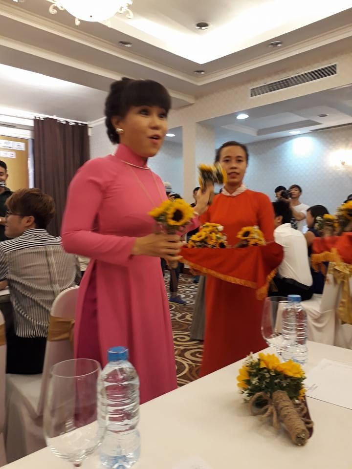 Việt Hương làm liveshow 'khủng' vì người nghèo - ảnh 7