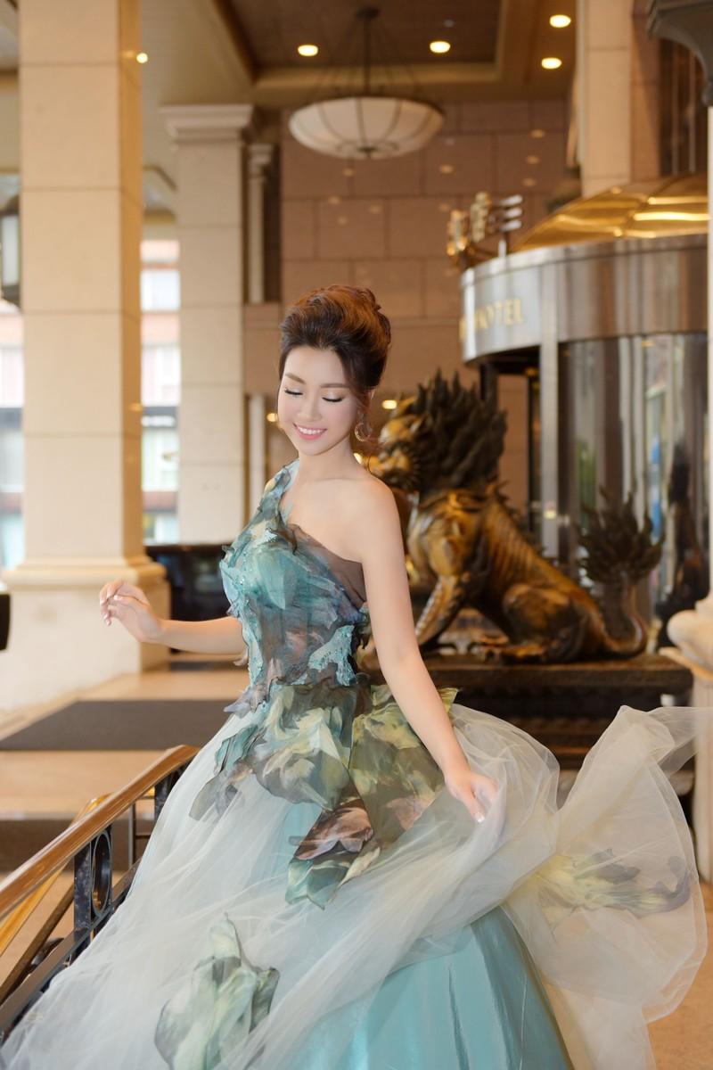 Hoa hậu Đỗ Mỹ Linh làm công chúa Lọ Lem  - ảnh 6
