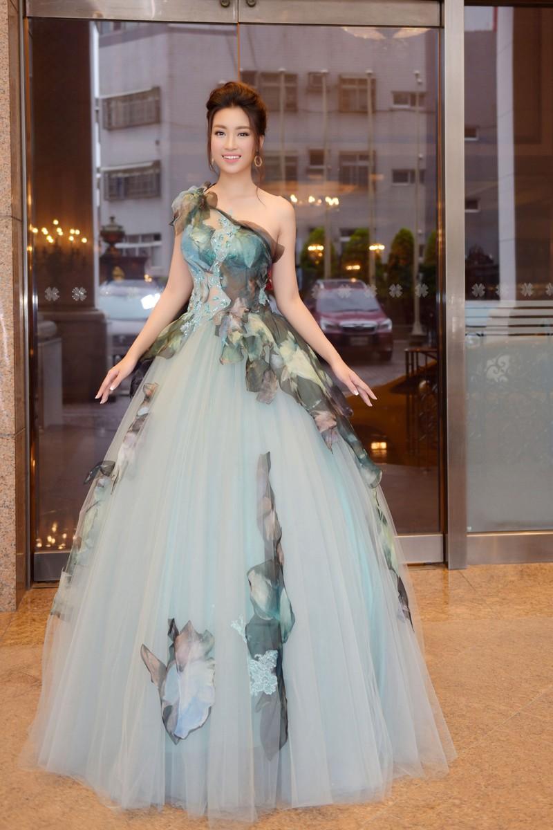 Hoa hậu Đỗ Mỹ Linh làm công chúa Lọ Lem  - ảnh 8