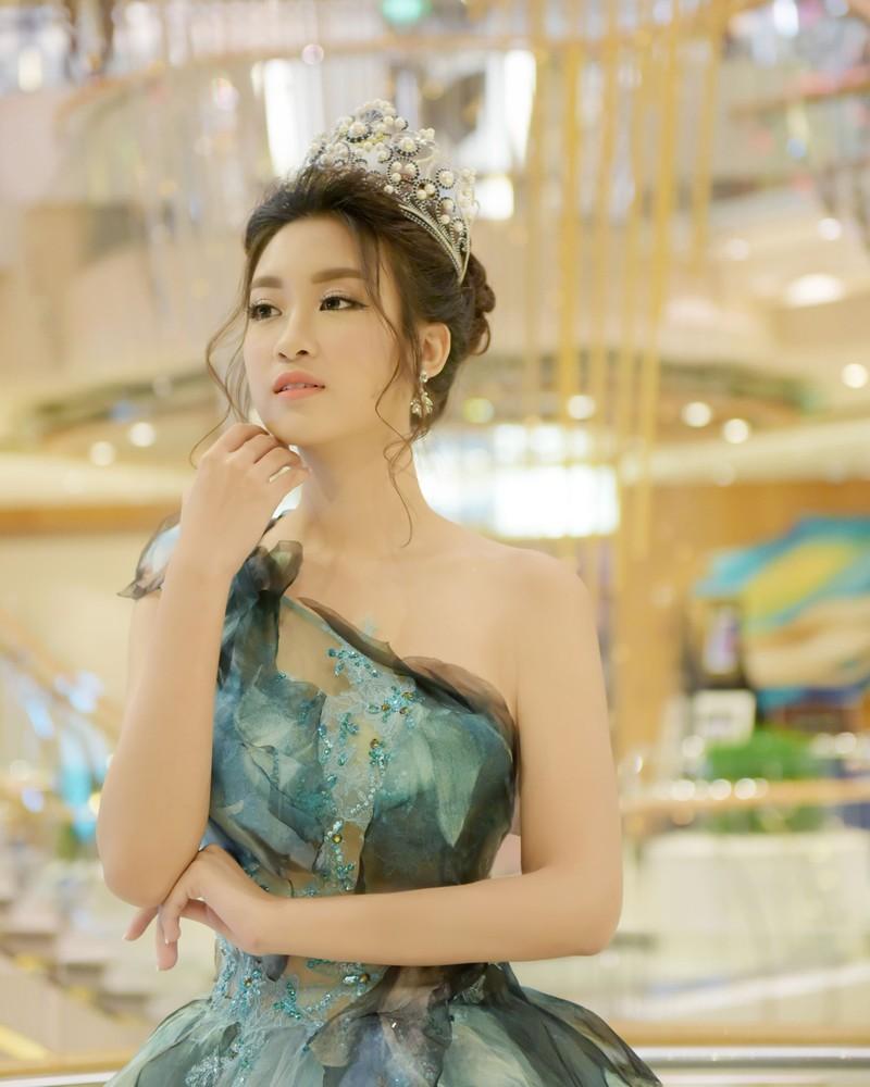 Hoa hậu Đỗ Mỹ Linh làm công chúa Lọ Lem  - ảnh 1
