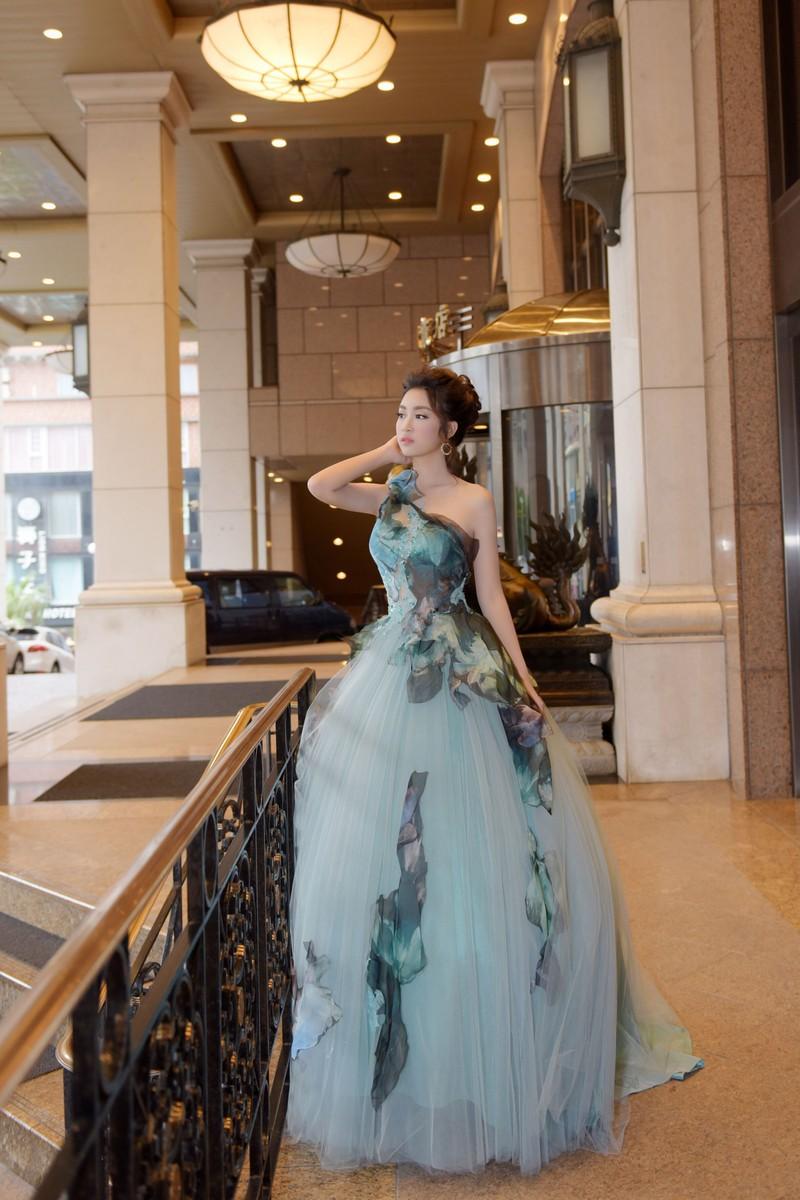 Hoa hậu Đỗ Mỹ Linh làm công chúa Lọ Lem  - ảnh 3