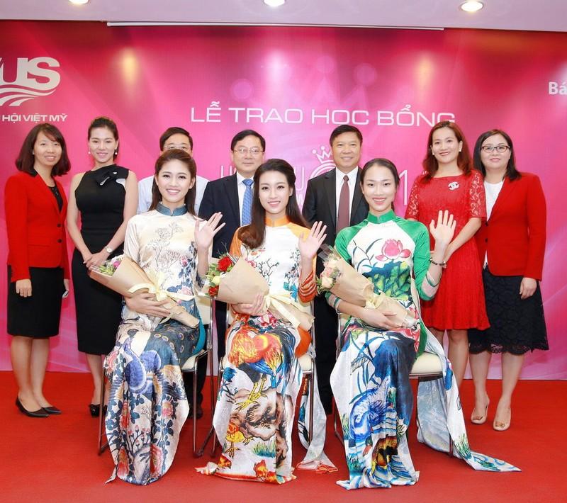 Mỹ Linh, Thanh Tú diện áo dài của hoa hậu Ngọc Hân - ảnh 10