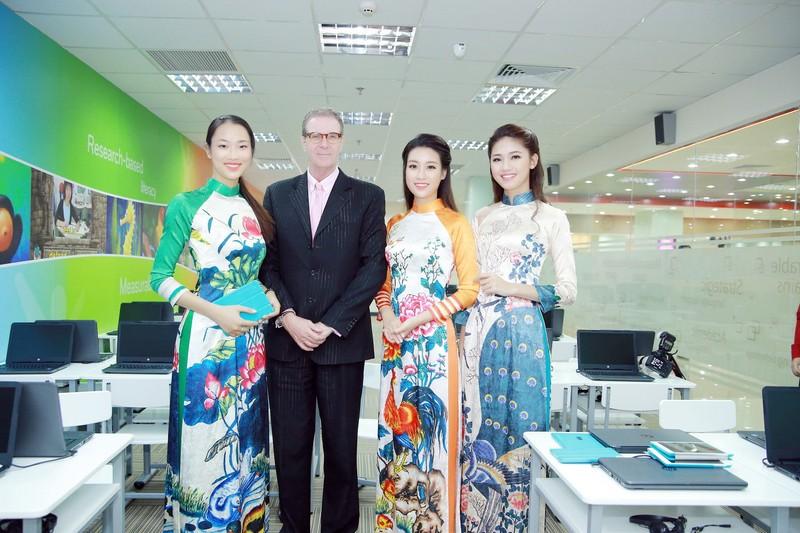 Mỹ Linh, Thanh Tú diện áo dài của hoa hậu Ngọc Hân - ảnh 6