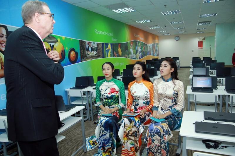 Mỹ Linh, Thanh Tú diện áo dài của hoa hậu Ngọc Hân - ảnh 7