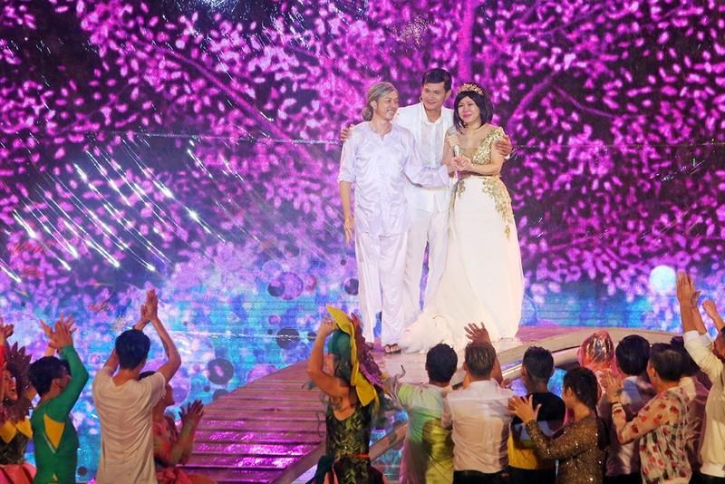 Liveshow Việt Hương: Sự trân trọng khán giả tuyệt vời  - ảnh 8