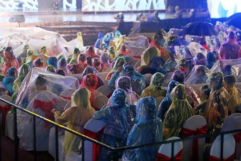 Liveshow Việt Hương: Sự trân trọng khán giả tuyệt vời  - ảnh 5