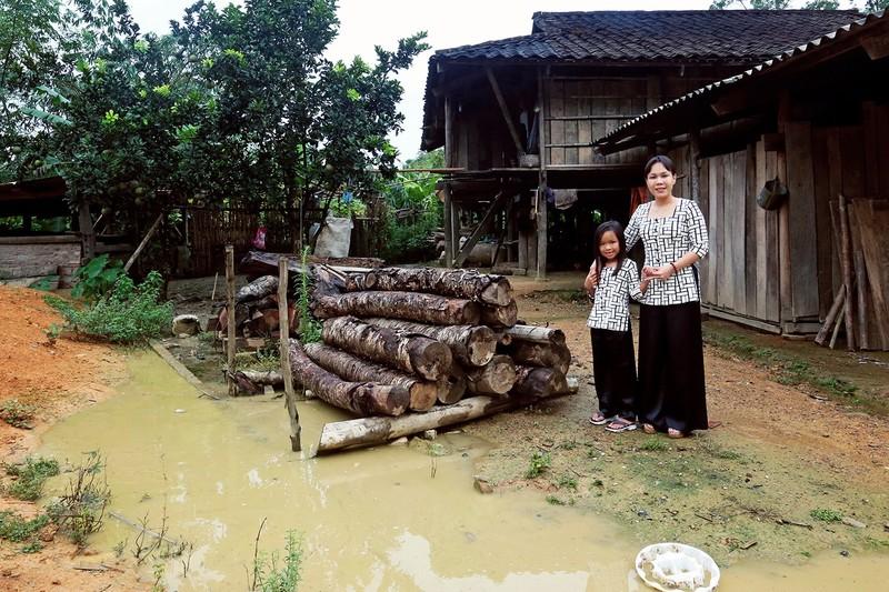 Việt Hương dẫn con gái vượt rừng núi đi từ thiện   - ảnh 2