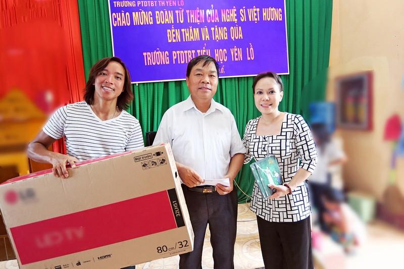Việt Hương dẫn con gái vượt rừng núi đi từ thiện   - ảnh 8