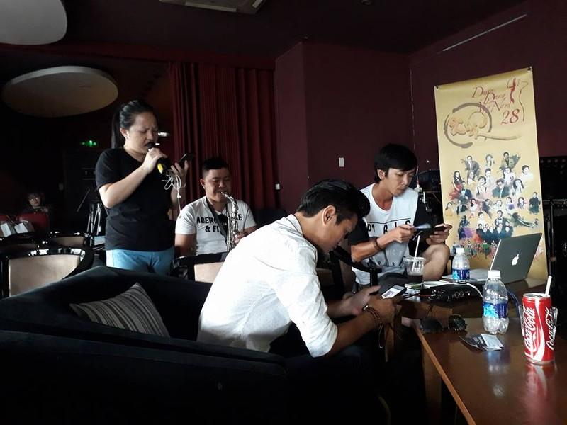 Quang Linh bất ngờ xuất hiện ở 'Duyên dáng Việt Nam 28' - ảnh 9