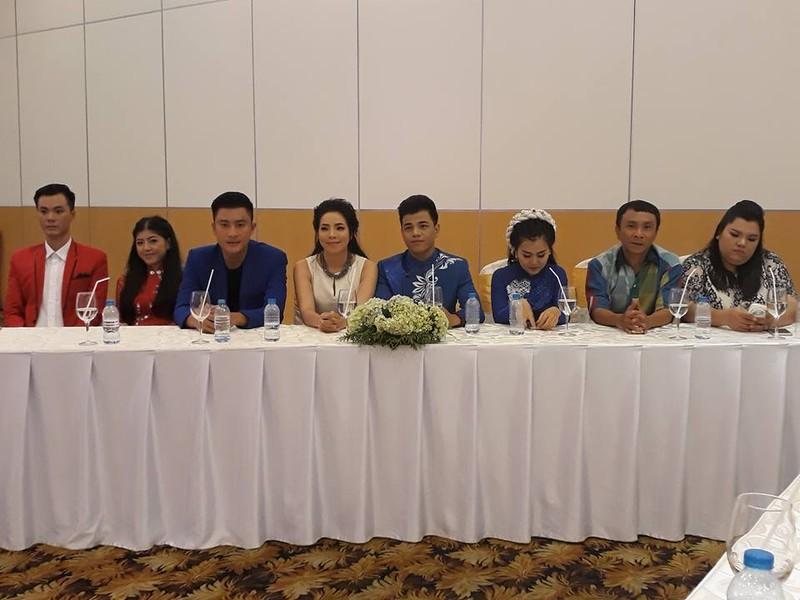 Vừa xuất viện, Hoài Linh cùng hoa hậu ủng hộ cải lương - ảnh 1