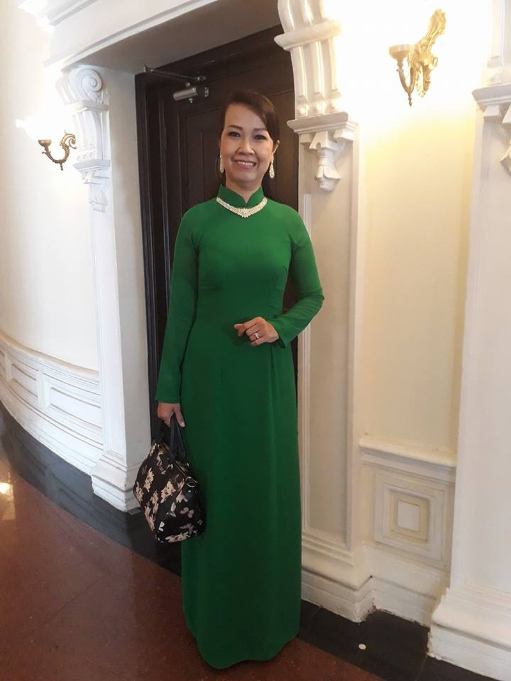 Kỳ nữ Kim Cương trao quà tết cho nghệ sĩ - ảnh 4